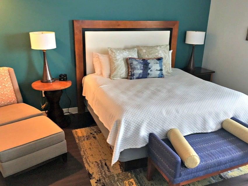 Hotel Indigo King Room Bed