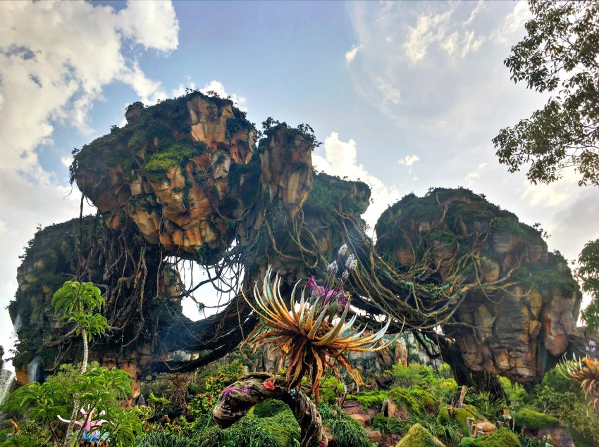 Pandora the World of AVATAR floating mountains