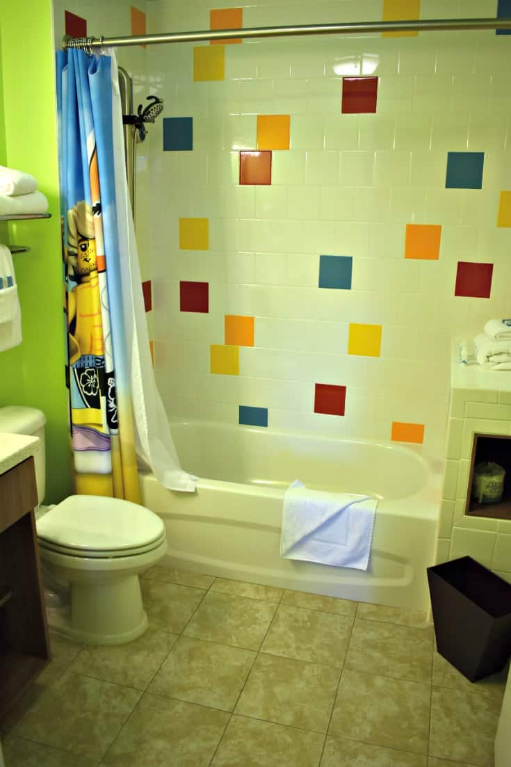 LEGOLAND Beach Retreat Bathroom