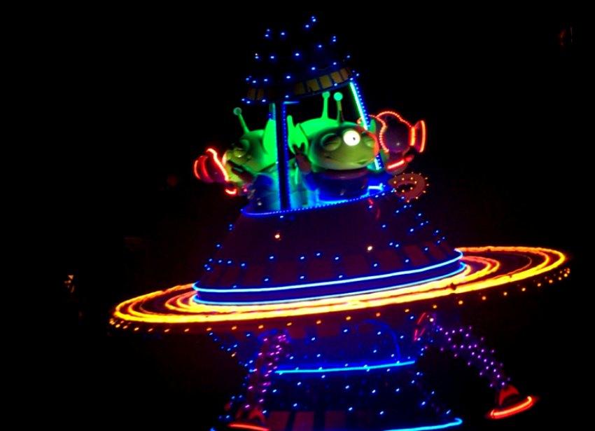 Aliens in Paint the Night Parade California Adventure
