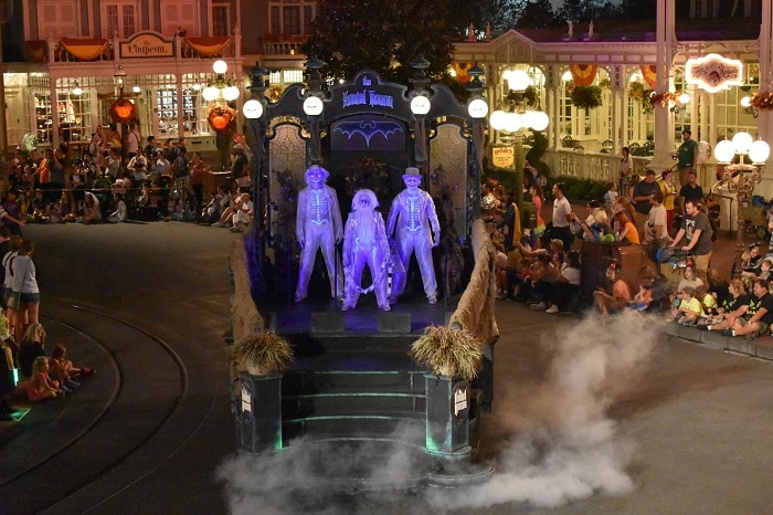 hitchhiking ghosts disney halloween parade