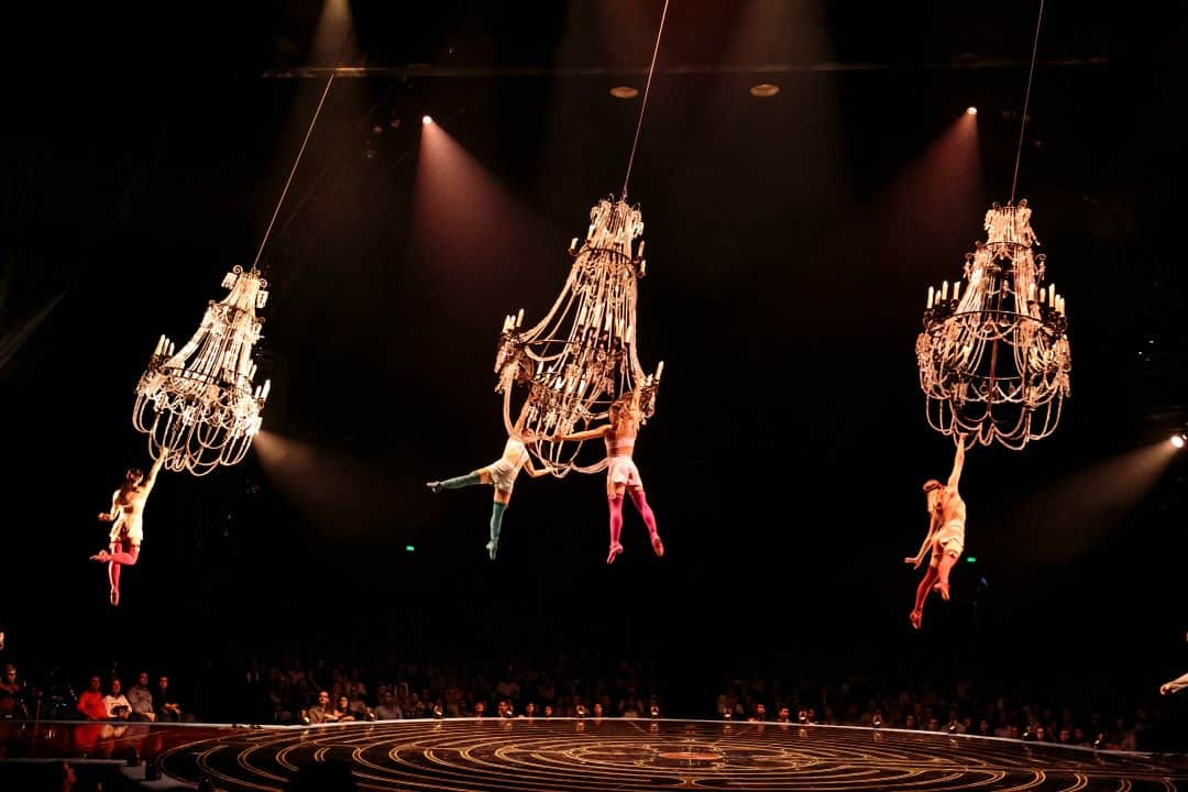 Chandelier_Lucas Saporiti Costumes Dominique Lemieux 2015 Cirque du Soleil Photo 2