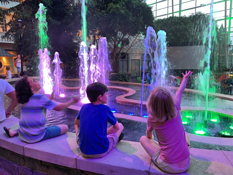 light show fountain kids