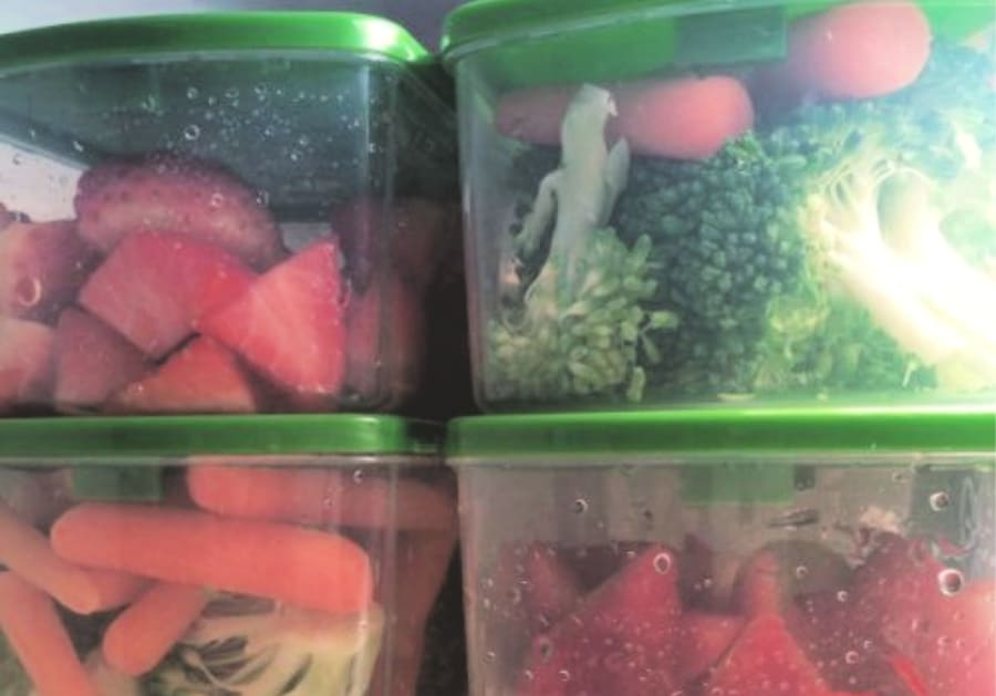 veggies in food storage containers (1)