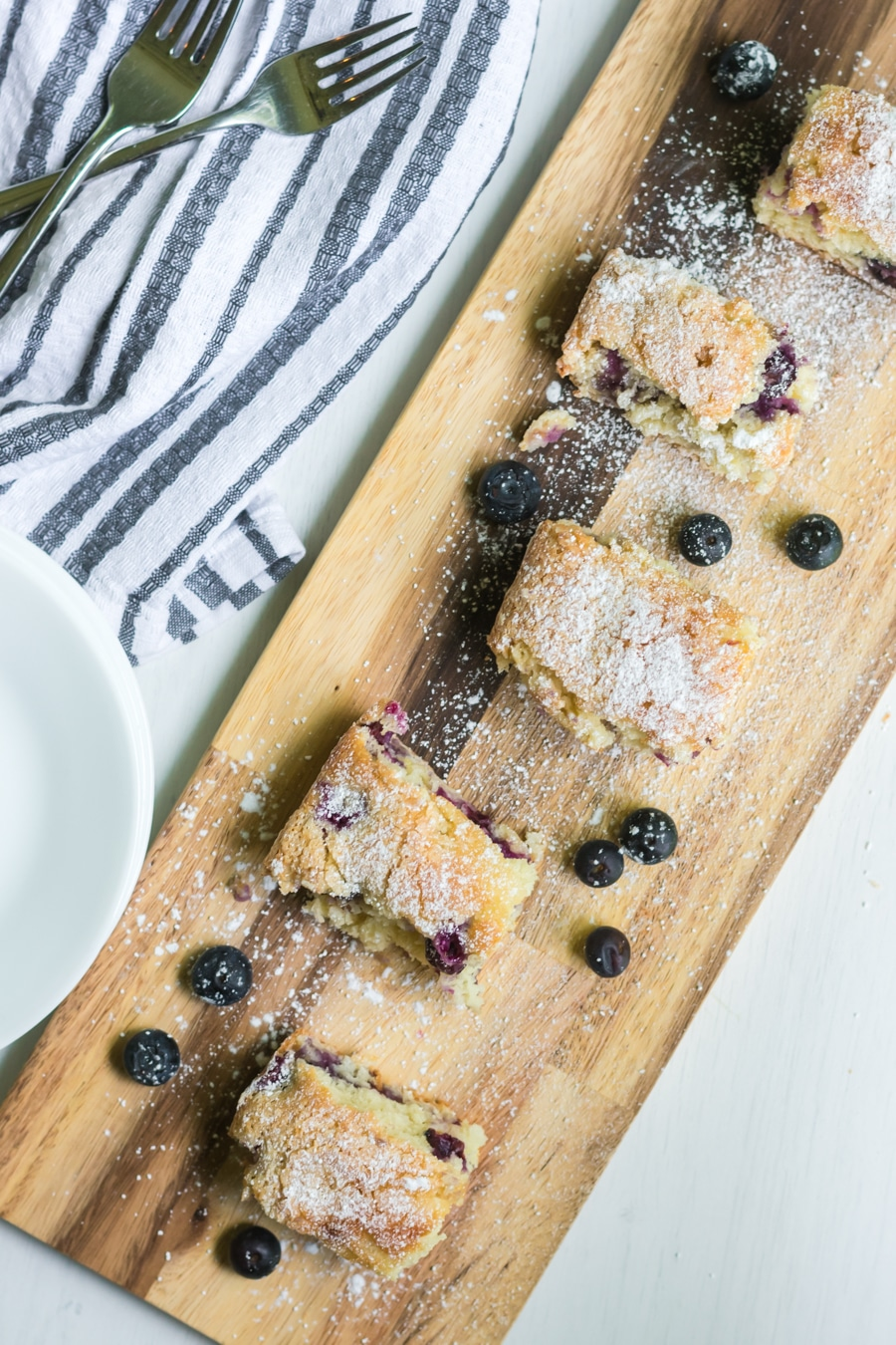 blueberry cake board vertical
