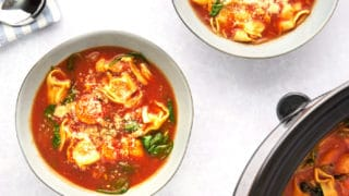 Slow-Cooker-Tomato-Tortellini-Soup-with-Chicken featured