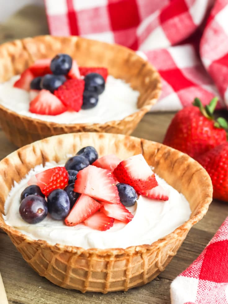 no bake cheesecake cups with fresh berries