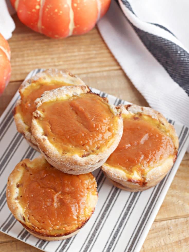 mini cinnamon roll pumpkin pies